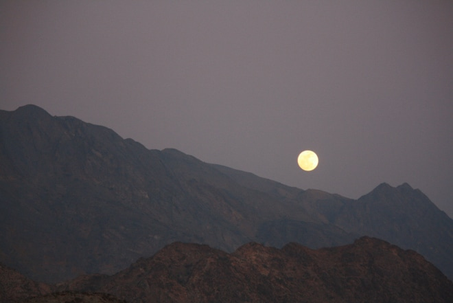 Mystical: Full moon over the Canyons in Oman (photo: lela-djehuti-world.com)