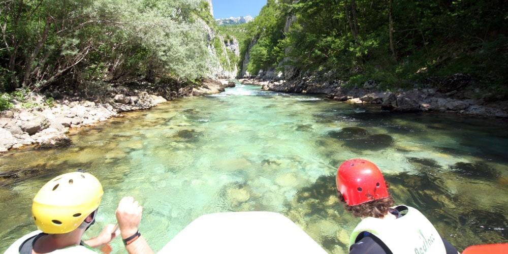 Rafting auf dem smaragdgrünen Fluss Neretva