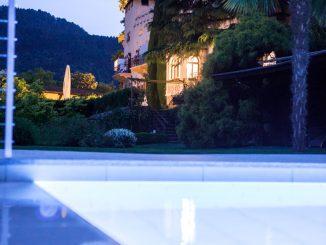 schloss-plars-sued-tirol-pool-schloss-nacht