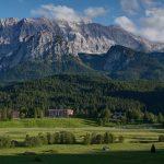 Schloss-PANO-2015-06-24-auto-just-mtns_high