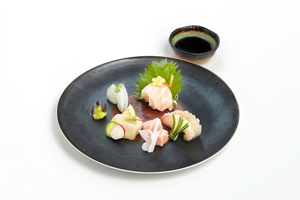 the-chedi-andermatt-the-japanese-restaurant-chef-dietmar-sushi-dish